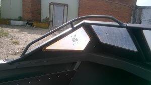 Леерное ограждение лобового стекла на алюминиевых лодках Владивосток